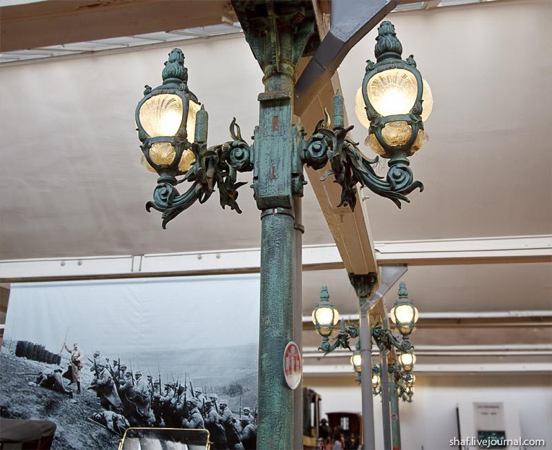 Автомузей; Национальный музей автомобилей, Мюлуз (Mulhouse), Франция; интерьер с фонарфми моста Александра III в Париже